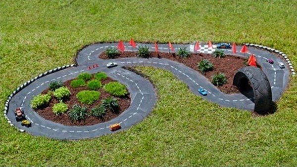 AD-DIY-Backyard-Race-Car-Track-For-Kids-03