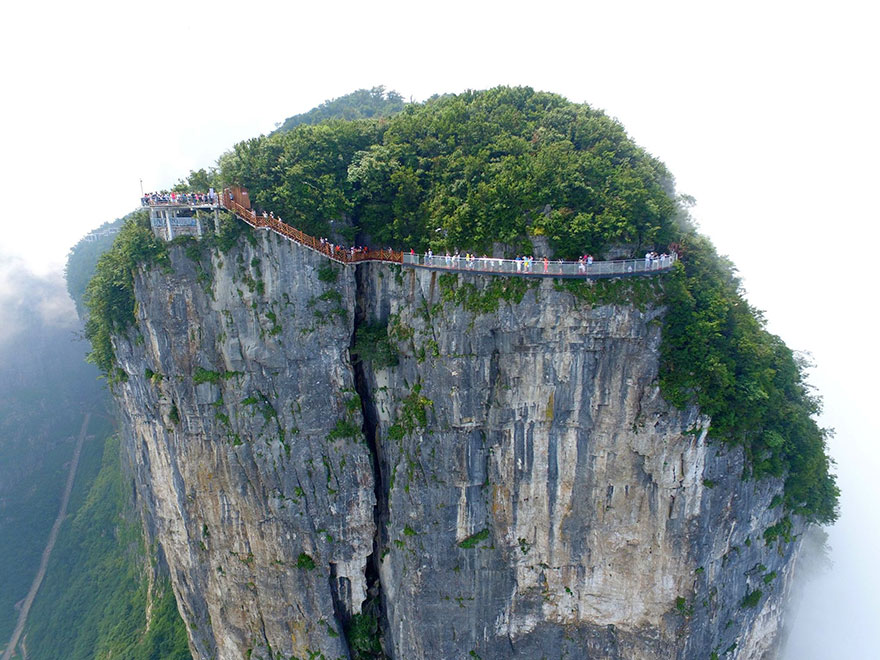 glass-bridge-zhangjiajie-national-forest-park-tianmen-mountain-hunan-china-2